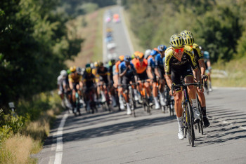 Žluté převlékání na Czech Tour nastalo ve Frýdku-Místku, kde se do žluta převlékl Groves