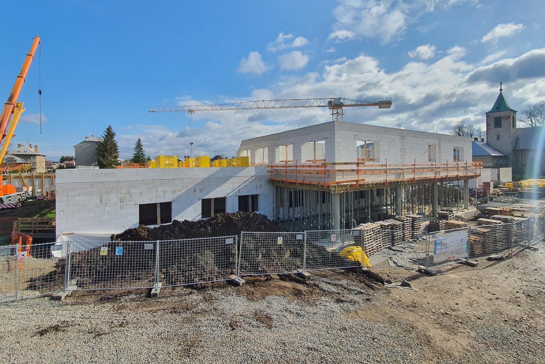 Stavba moderní nemocnice v Moravské Třebové úspěšně pokračuje